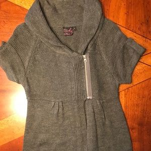 Sweaters - Gray sweater with collar. Short sleeve